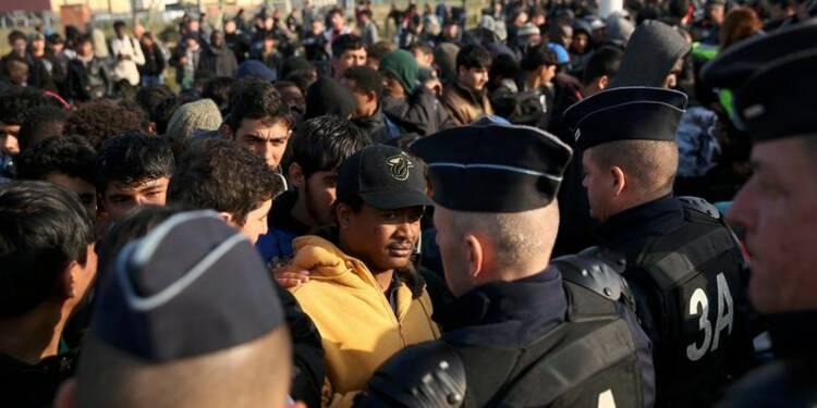 """Début du démantèlement de la """"jungle"""" de Calais"""