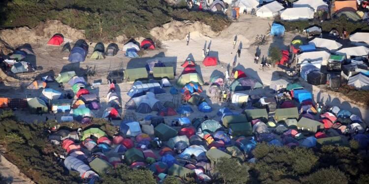 Les migrants au coeur des visites de Hollande à Tours et Calais