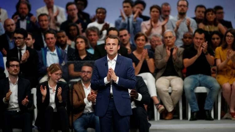 """Emmanuel Macron, """"alien"""" de la politique française"""