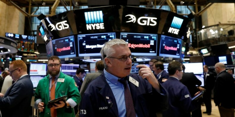 Wall Street ouvre en baisse après ses records