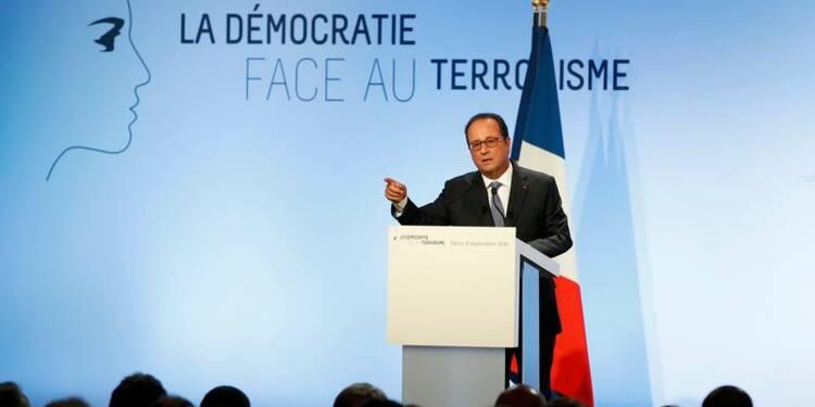 Hollande quasi-candidat s'en prend au programme de la droite