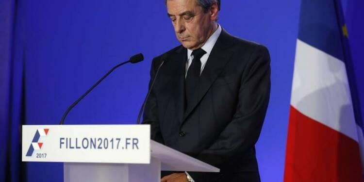 Fillon présente ses excuses aux Français et repart en campagne