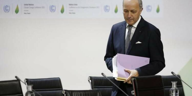 """""""Alerte rouge"""" sur le climat, juge Fabius avant la COP22"""
