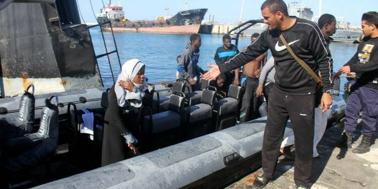 Un bateau de migrants sombre en Libye, 25 disparus