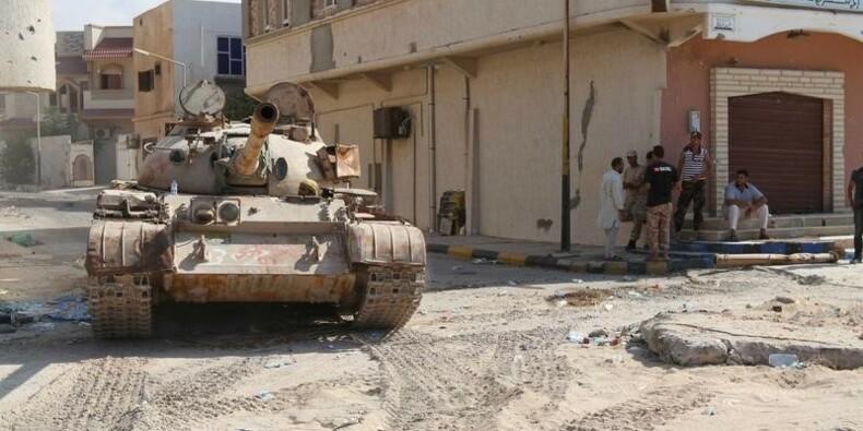 Le Drian redoute en Libye un éparpillement des djihadistes