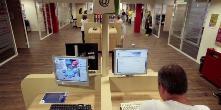 Les Français cherchent du travail en ligne, mais trouvent grâce à leur réseau
