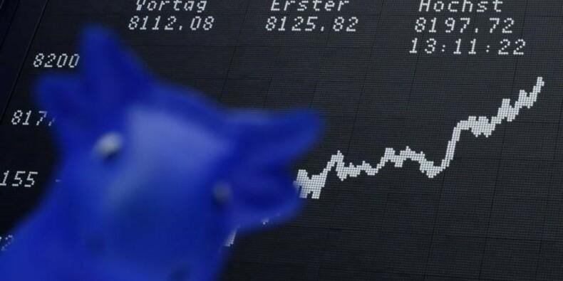 Prêts pour la hausse des taux US, actions et dollar montent