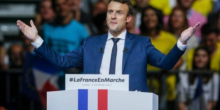 Macron gagne quatre points et passe devant Fillon