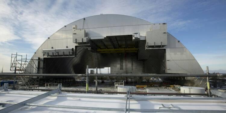 Le nouveau dôme métallique protégeant Tchernobyl mis en place