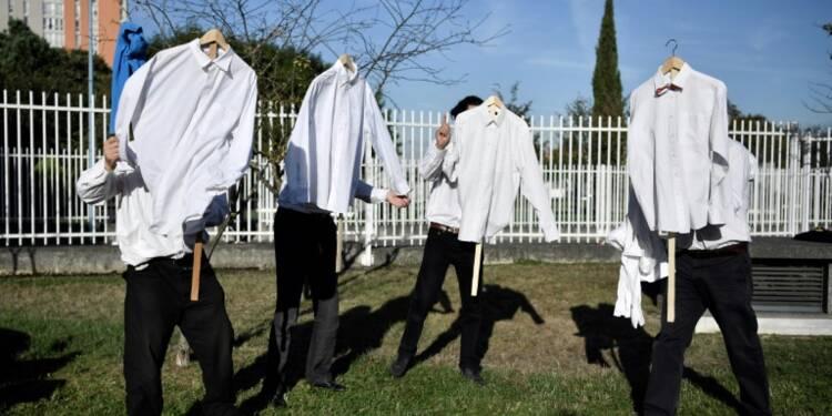 """Procès de la """"chemise arrachée"""" d'Air France: les prévenus tentent de faire mentir les images"""