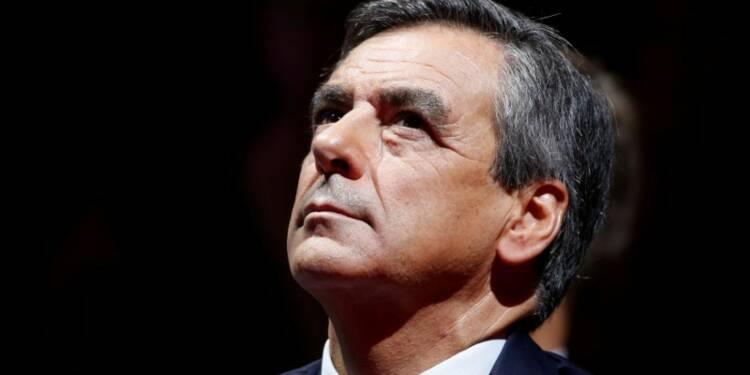 """Fillon qualifie le référendum de Sarkozy d'""""enfumage"""""""
