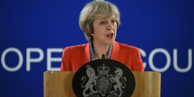 "May nie conduire le Royaume-Uni vers un Brexit ""dur"""