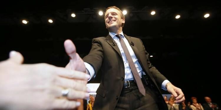 """Macron promet une """"révolution démocratique"""""""