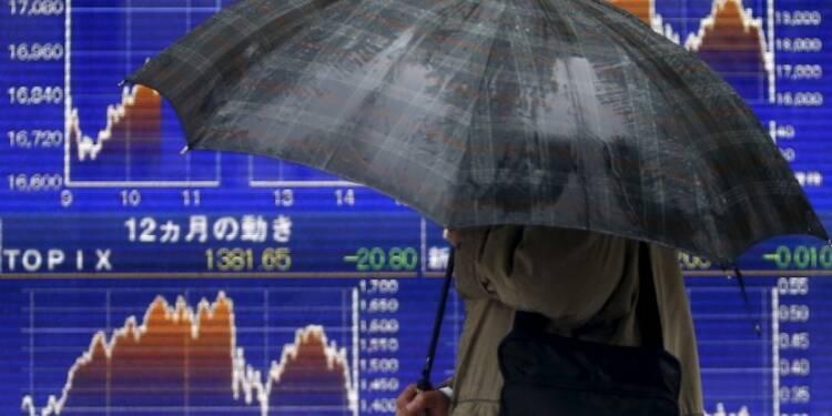 COR-Tokyo finit en légère hausse malgré Toshiba