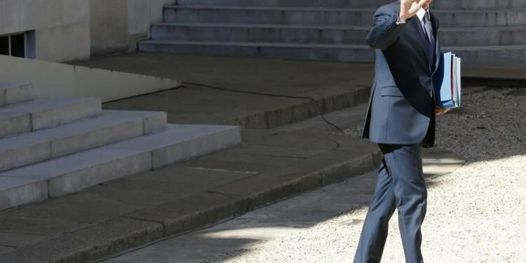 """Valls dénonce les """"propositions brutales"""" de Sarkozy"""