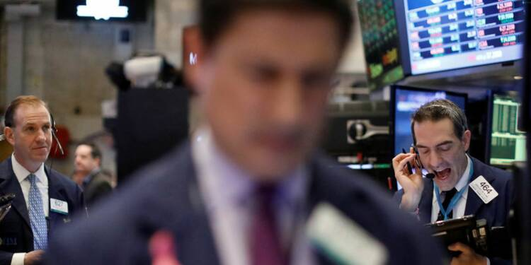 Wall Street ouvre en baisse, pénalisée par le pétrole