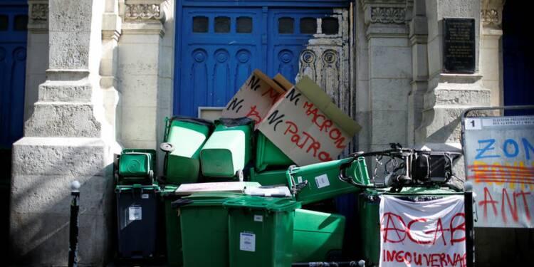 """""""Ni FN, ni Macron"""" : une dizaine de lycées parisiens bloqués"""
