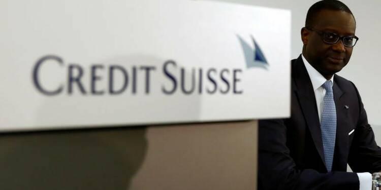 Credit Suisse réduit ses coûts et ses objectifs, l'action monte