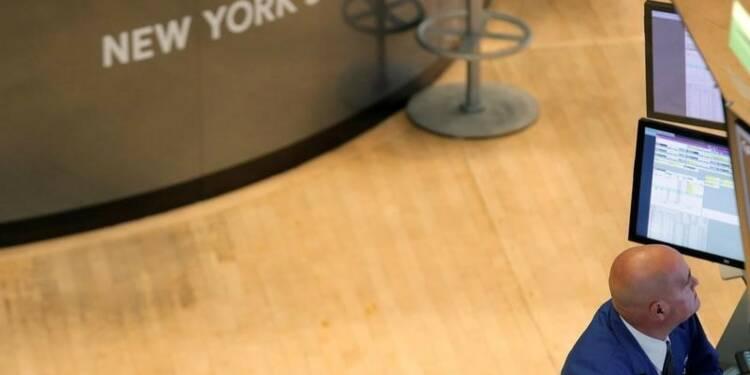 Wall Street finit en légère baisse, Verizon pèse
