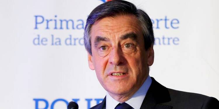 Fillon distance le FN, Hollande hors course