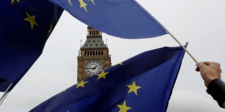 Londres songe à un permis de travail pour les Européens