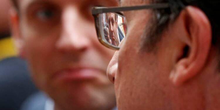 Rien de possible sans esprit collectif dit Hollande après Macron