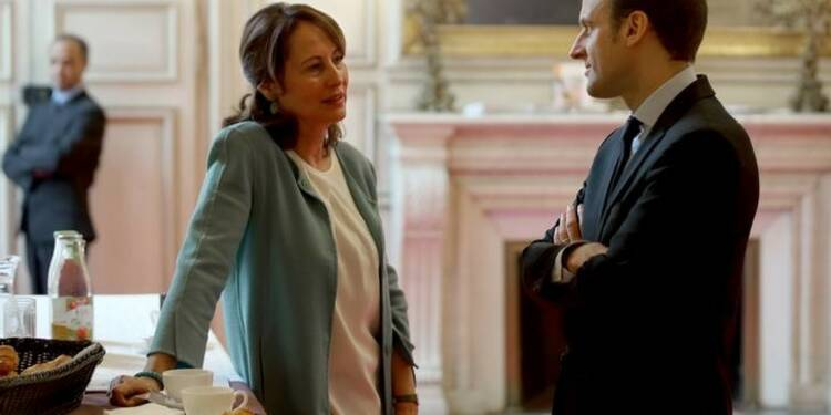 Royal fait un pas de plus vers Macron