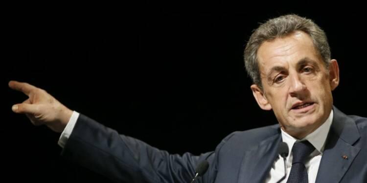 """Sarkozy se défend d'être """"très droitier"""""""