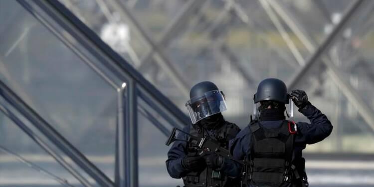 Enquête du parquet antiterroriste sur l'attaque du Louvre