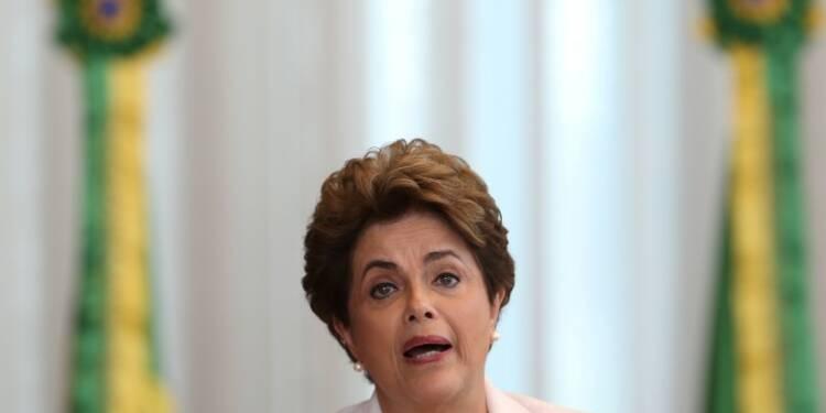 """Pour Rousseff, """"l'avenir du Brésil est en jeu"""" à son procès"""