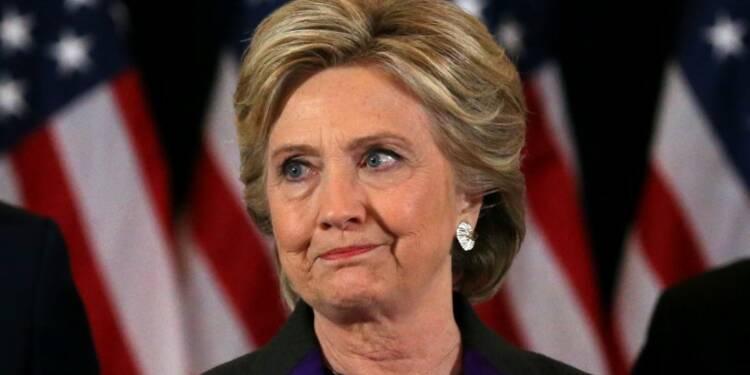 """Clinton admet une défaite """"douloureuse"""", invite à aller de l'avant"""