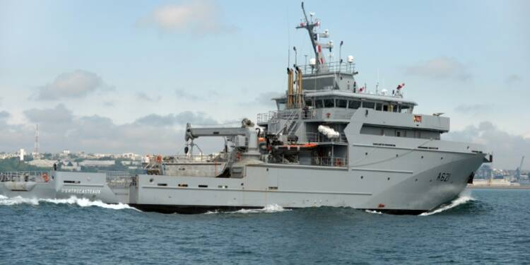 Défense: Valls confirme la commande avant la fin de l'année d'un nouveau navire