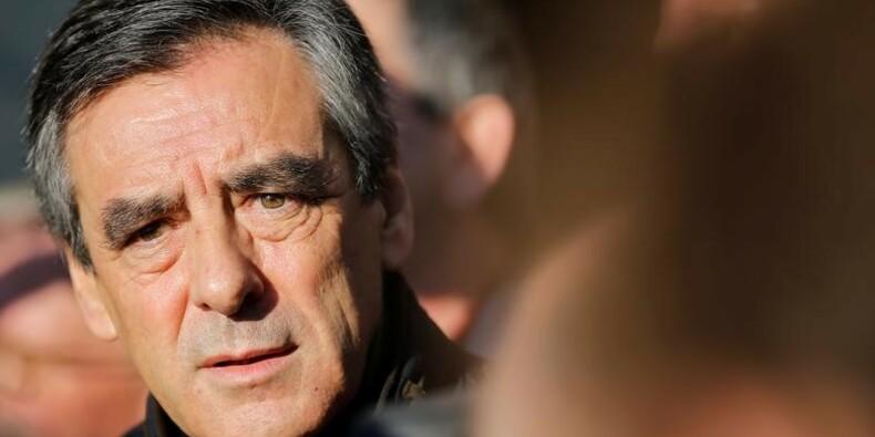 Les soupçons figent la campagne de Fillon