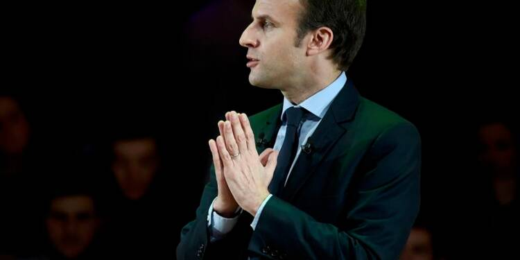 Macron creuse l'écart avec Fillon, Le Pen en tête, d'après un sondage Ifop