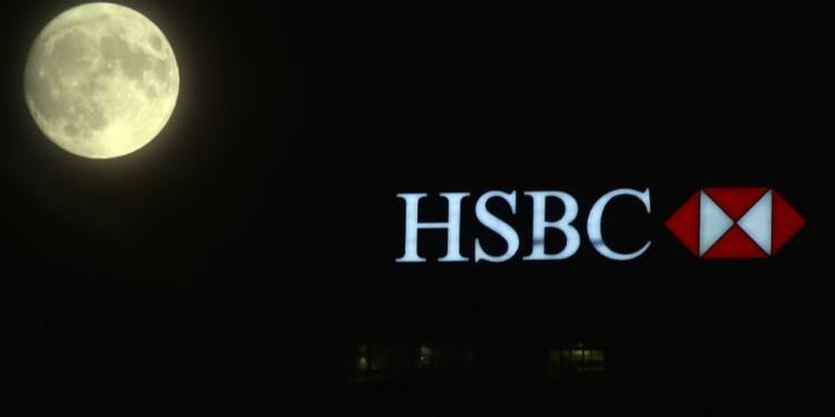 HSBC ferme 117 agences en Grande-Bretagne, 380 postes touchés
