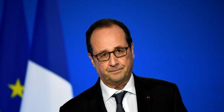 """Hollande critique le """"récit national"""" voulu par Fillon"""