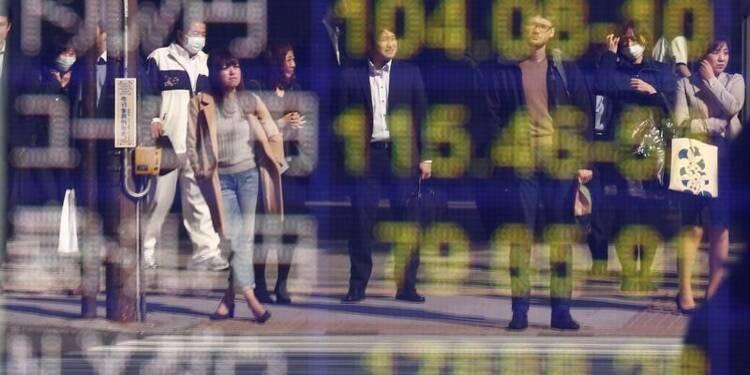 La Bourse de Tokyo portée par le yen et le PIB