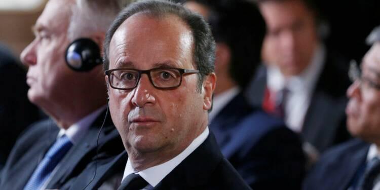 """Hollande réplique à l'émoi né d'un livre de """"confidences"""""""