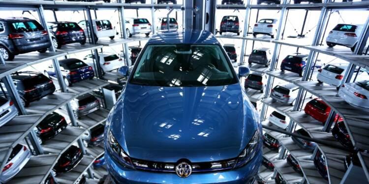 En conflit avec des fournisseurs, Volkswagen réduit le temps de travail de 28.000 salariés