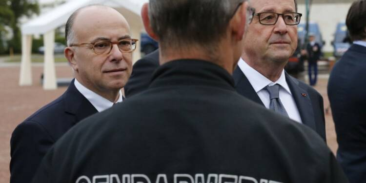 Bernard Cazeneuve condamne les violences à Calais
