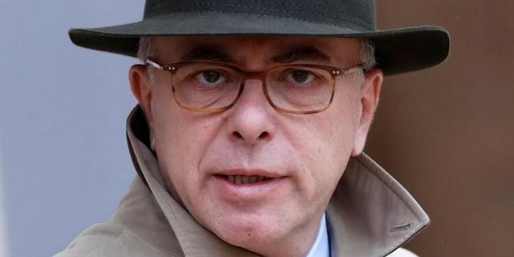 Cazeneuve exclut de suspendre le mégafichier controversé