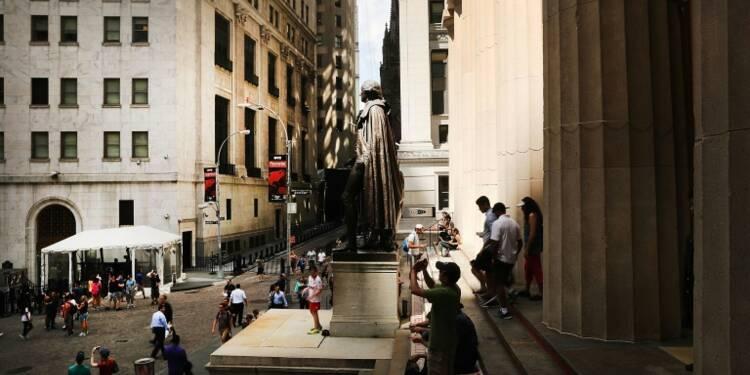 Wall Street finit en hausse, stimulée par une vague d'acquisitions
