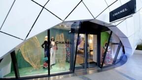 Chanel, en hausse à 2 chiffres, lance un parfum et un sac