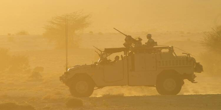Le Drian remplit le carnet de commandes de Renault Truck Defense
