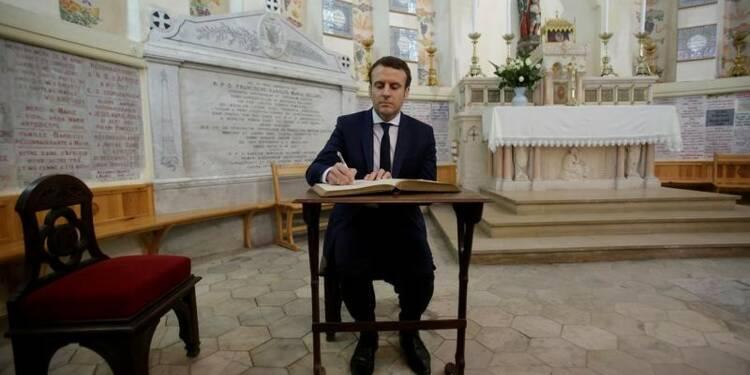 """Macron revendique un """"discours de vérité"""" sur l'Algérie"""