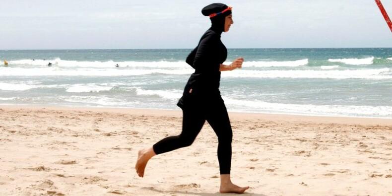 La droite veut légiférer sur le burkini, Valls en porte-à-faux