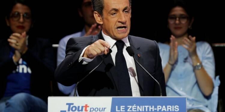 Sarkozy s'efforce de sortir du trou d'air