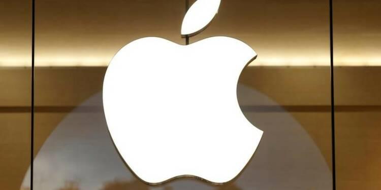 Apple de retour en grâce à Wall St, qui espère en l'iPhone