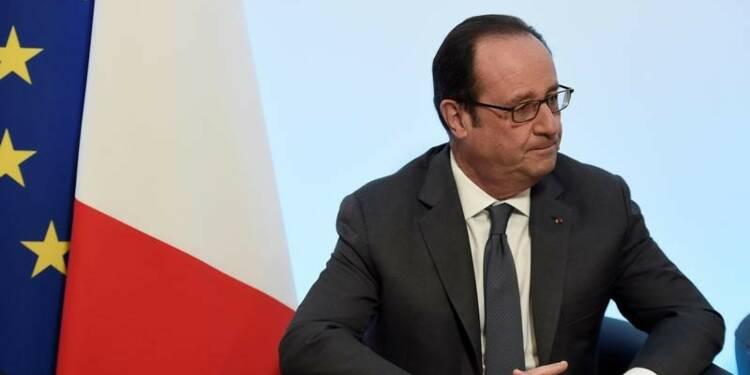 Hollande dénonce les propos de Le Pen sur les fonctionnaires