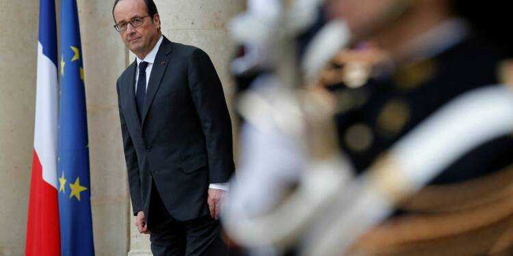 Hollande défend son bilan industriel chez Arc international
